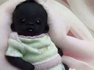 """8X + 9X - Dân mạng tranh cãi nảy lửa về """"em bé đen nhất thế giới"""""""