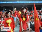 """SEA Games 28 - Những người phụ nữ yêu U23 Việt Nam, """"mê"""" Miura"""