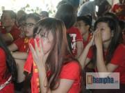 Bóng đá - Fan nữ khóc hết nước mắt khi U23 VN bị loại