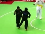 Tin bên lề thể thao - Thi Pencak Silat dùng Muay Thái triệt hạ đối thủ