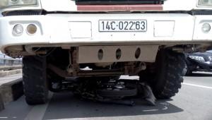 Tin tức Việt Nam - Xe tải cuốn xe máy vào gầm, 2 người tử vong tại chỗ