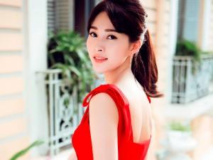 Người mẫu - Hoa hậu - Hoa hậu Thu Thảo khoe dáng chuẩn nhờ váy bó sát