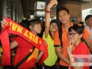 """Tin HOT SEA Games 28 - """"Rừng fan"""" chào đón U23 Việt Nam về nước"""