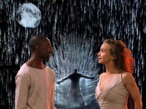 """Kinh ngạc với nhóm múa mang """"mưa"""" lên sân khấu"""