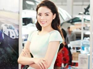 Hoa hậu Kỳ Duyên trẻ trung hơn nhờ kiểu tóc sóng nước