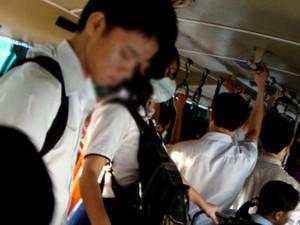 """Bạn trẻ - Cuộc sống - Dân mạng truy tìm """"anh hùng cứu mỹ nhân"""" trên xe buýt"""