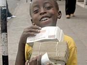 """Doanh nhân - Vì sao """"tỷ phú"""" Zimbabwe không thích đổi tiền?"""