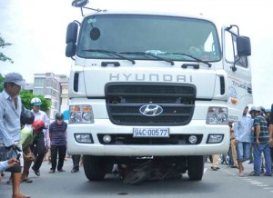 An ninh Xã hội - Đi đám tang em trai về, người anh chết thảm dưới gầm xe tải