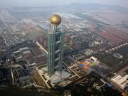Tài chính - Bất động sản - Cận cảnh khách sạn 74 tầng dát vàng ở TQ