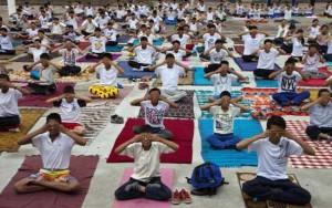 Tin tức trong ngày - 35.000 người đồng loạt tập yoga ở Ấn Độ