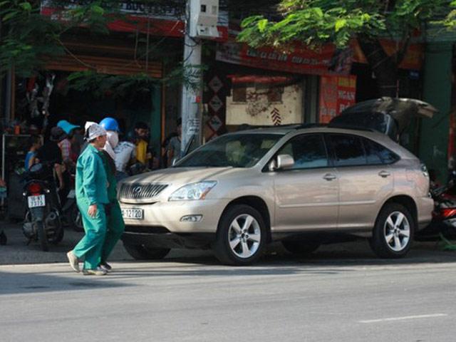 Đại gia Hải Phòng và bạn gái bị tạt axit trong xe Lexus