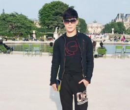 Sao ngoại-sao nội - Nathan Lee khoe vẻ lãng tử trên phố Paris
