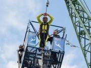Clip Đặc Sắc - Cụ ông U70 lập kỷ lục nhảy xuống hồ nước ở 142m