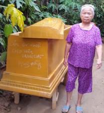"""Tin tức Việt Nam - Hoảng hồn vì được """"tặng"""" quan tài lúc nửa đêm"""