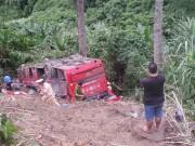 Video An ninh - Quảng Nam: Xe khách chở 45 người lao xuống vực đèo Lò Xo