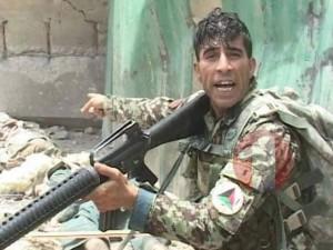 Video: Thượng sĩ Afghanistan bắn chết 6 phiến quân Taliban