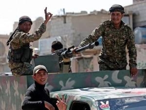 """Thế giới - Dân quân áp sát, IS biến sào huyệt thành """"pháo đài"""""""