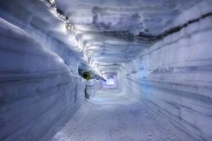 Du lịch - Choáng ngợp vẻ đẹp hang động băng lớn nhất thế giới