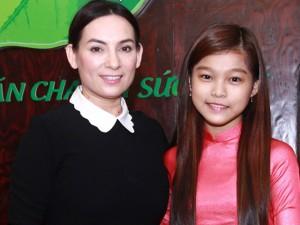 Ca nhạc - MTV - Phi Nhung nhận nuôi cô bé nghèo The Voice Kids