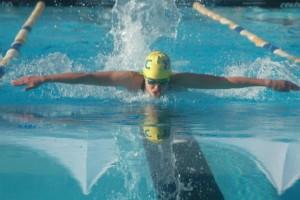 Tin tức sức khỏe - Đi bơi bị đau mắt đỏ vì trong hồ bơi có nước tiểu