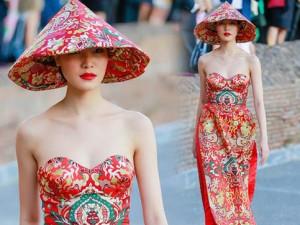 Thời trang - Hoa hậu Thùy Dung thu hút với áo dài cúp ngực ở Ý