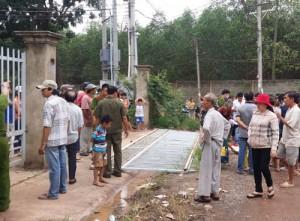 Tin tức trong ngày - Sập hàng rào sắt, bé trai 7 tuổi bị đè chết