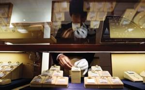 """Tài chính - Bất động sản - Người Nhật """"bán tháo"""" kim cương lấy tiền mặt"""