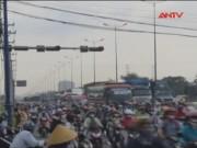 Video An ninh - TP.HCM: Ùn tắc gần nữa ngày trên xa lộ Hà Nội