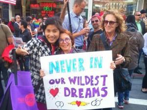 Bạn trẻ - Cuộc sống - Hàng nghìn người diễu hành chúc mừng cộng đồng LGBT Mỹ