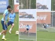 Video bóng đá hot - Cú sút không tưởng khiến thủ môn bay xuyên lưới