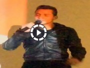 Video bóng đá hot - Sanchez khiến fan tròn mắt bởi giọng hát...lạ thường