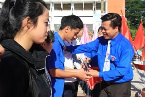 Giáo dục - du học - Quảng Ngãi: Đưa hàng ngàn học sinh nghèo đi thi, lo từ A-Z