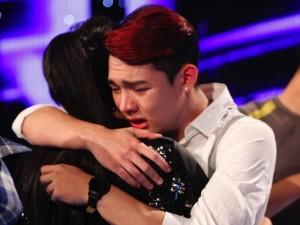 Ca nhạc - MTV - Nguyễn Duy ôm Thu Minh khóc nức nở khi bị loại Vietnam Idol