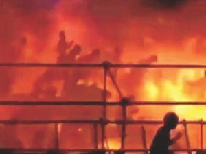 """Tin tức trong ngày - Đài Loan: Nhiều người bị """"lột da"""" trong địa ngục lửa"""