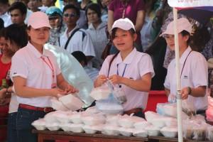 Giáo dục - du học - Nghệ An: 6.000 suất cơm miễn phí tiếp sức thí sinh