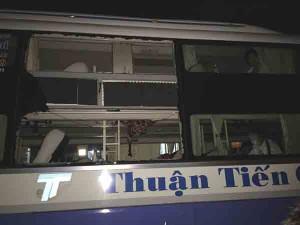 Tin tức Việt Nam - Vụ ném đá vào mắt tài xế xe khách: Triệu tập 1 đối tượng