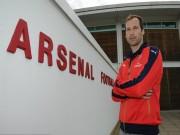 Tin bên lề bóng đá - Đến Arsenal, CĐV đốt áo, dọa giết Petr Cech