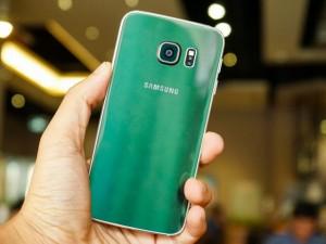 """Cận cảnh chiếc Galaxy S6 Edge màu  """" độc """"  mới ra mắt"""