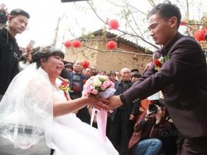 Bạn trẻ - Cuộc sống - Rơi nước mắt với đám cưới của cô dâu bị liệt