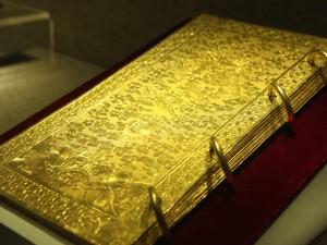 Tin tức trong ngày - Ảnh: Chiêm ngưỡng sách vàng, ấn vàng triều Nguyễn
