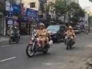 Tin tức trong ngày - Clip: CSGT Đà Nẵng phát loa nhắc người đi ngược chiều thay vì phạt
