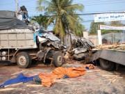 Tin tức trong ngày - Xe tải tông trực diện, 2 tài xế chết tại chỗ