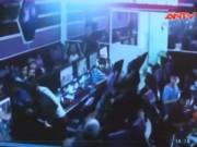 """Video An ninh - Clip: 12 côn đồ vác mã tấu truy sát """"nhầm"""" ở quán net"""