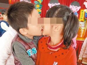 Bạn trẻ - Cuộc sống - Dân mạng phẫn nộ với hình ảnh trẻ mẫu giáo hôn nhau