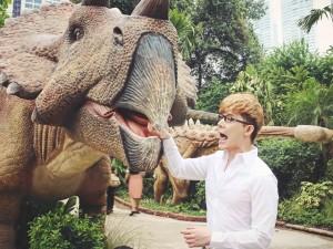 Nathan Lee ăn mừng MV triệu view tại công viên khủng long