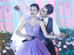 Ca nhạc - MTV - Gái 1 con Thu Thủy rạng rỡ diện váy cưới lần 2