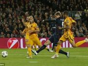 """Bóng đá - 10 phút, Torres sút tung lưới Barca và """"ăn"""" thẻ đỏ"""