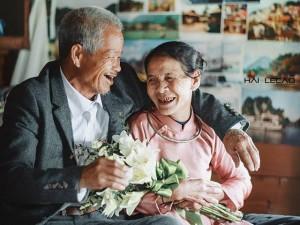 Bạn trẻ - Cuộc sống - Hai cụ già nhặt rác vỡ òa hạnh phúc khi được làm đám cưới