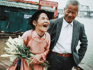 """Bạn trẻ - Cuộc sống - Vợ chồng già nhặt rác: """"Kẻ lang thang gặp người lếch thếch"""""""
