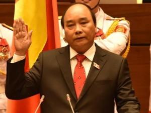 Tin tức trong ngày - Video: Tân Thủ tướng Nguyễn Xuân Phúc tuyên thệ nhậm chức